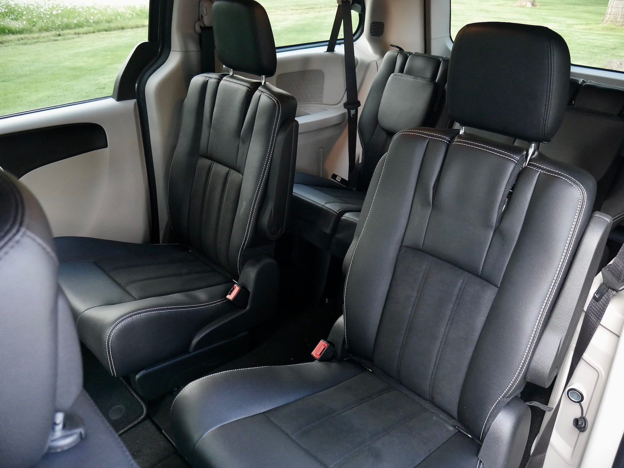 2019 Dodge Grand Caravan second row seats