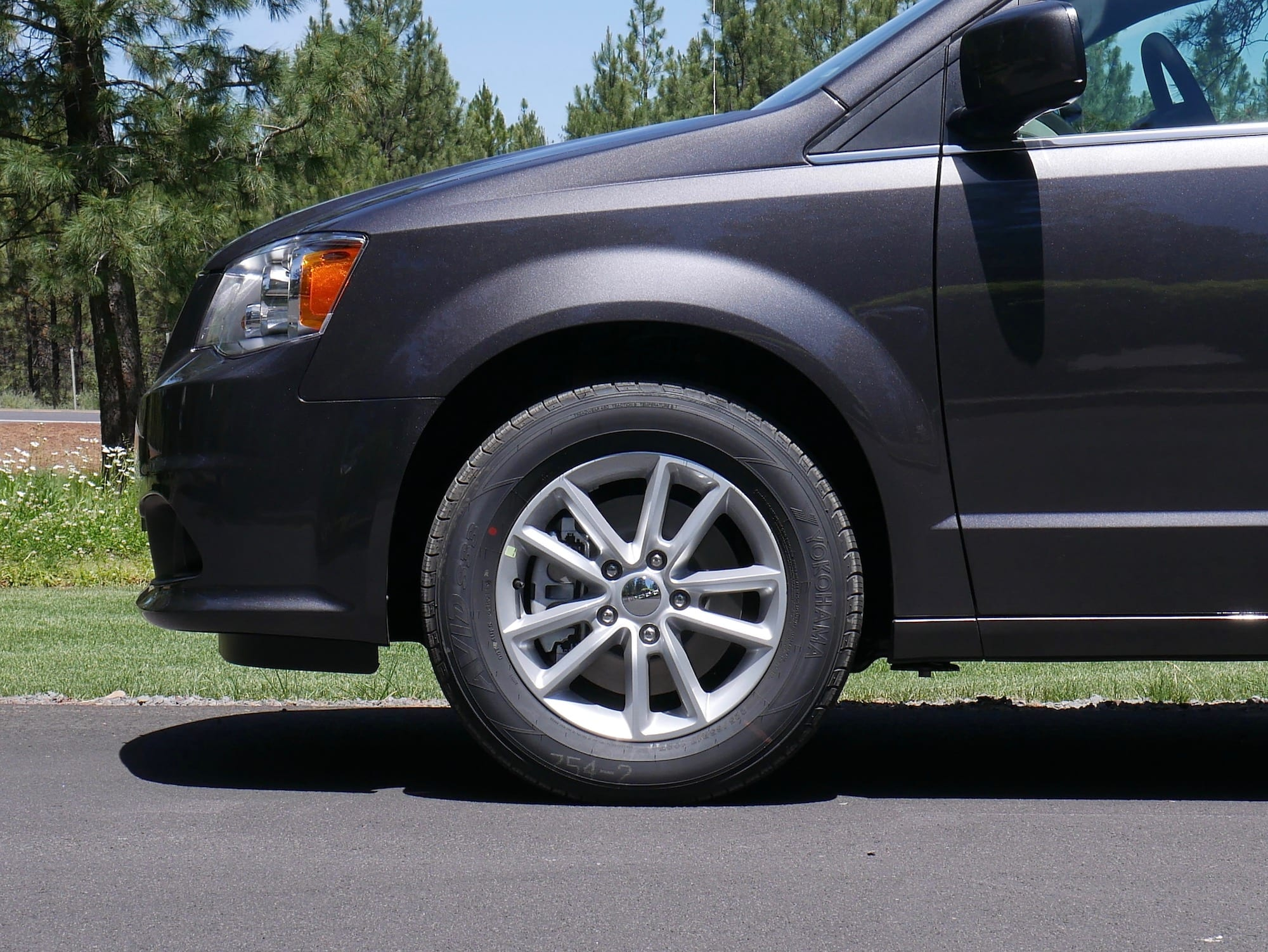 2019 Dodge Grand Caravan front fender and wheel
