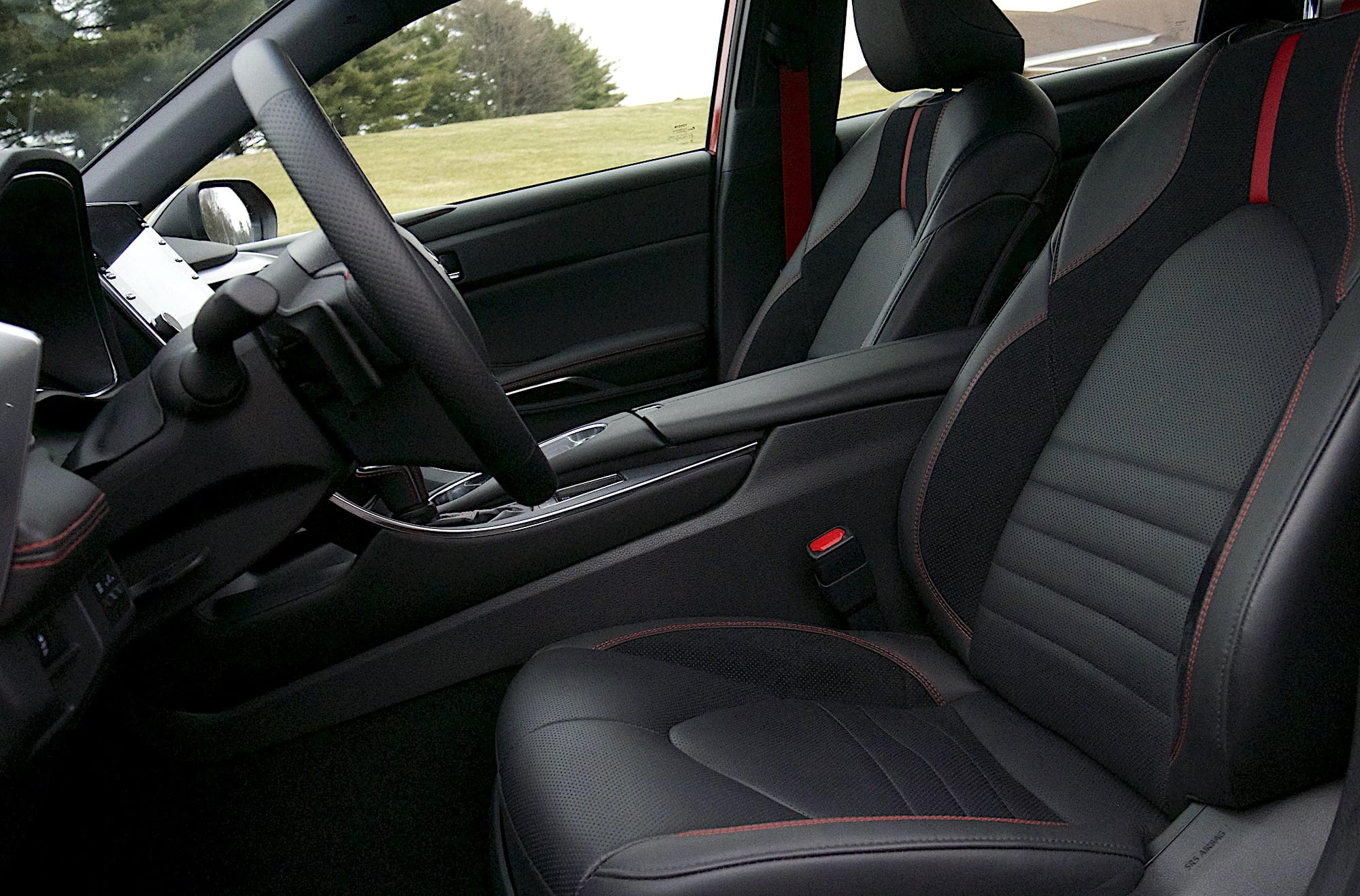 2020 toyota Avalon TRD front seats