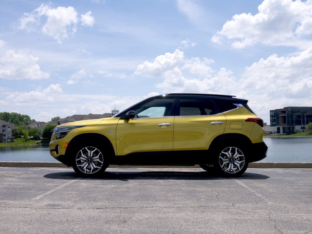 2021 Kia Seltos side view