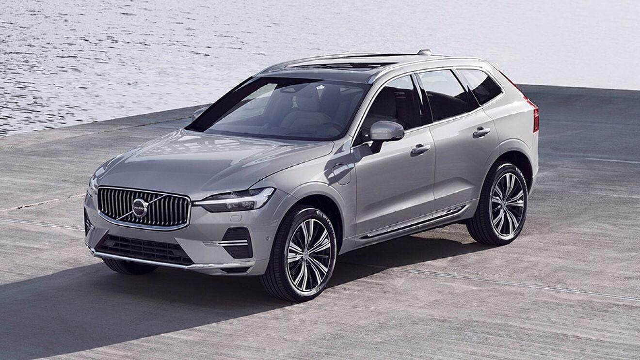 2021 Volvo XC60 Front and Side View